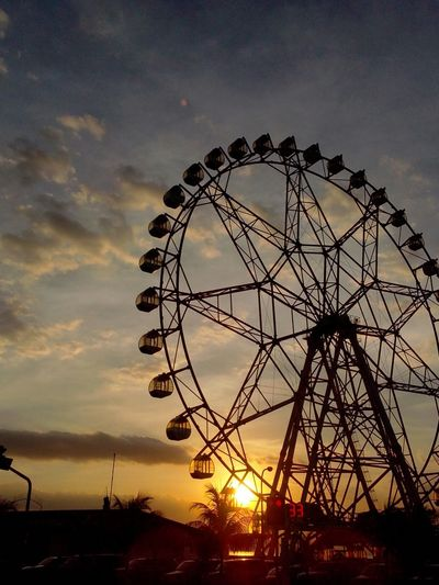that day before the official class starts, first time to ride a ferriswheel haha, BUTTERFLIES Eyeem Philippines No Filter, No Edit, Just Photography EyeEm Best Shots - Sunsets + Sunrise Wohnglück