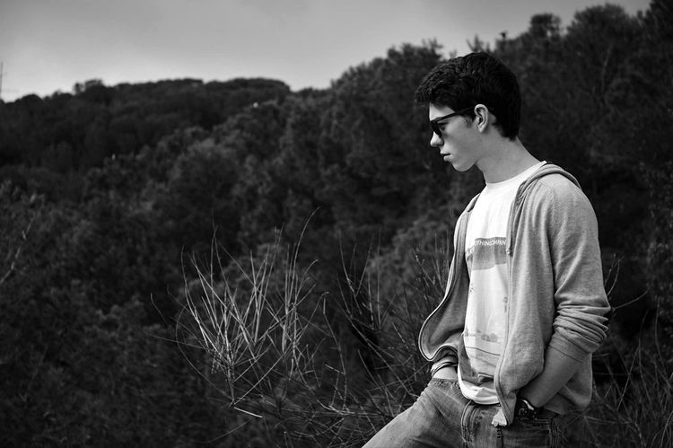 • On a tous son model préféré • Barcelona Blackandwhite Portrait Portrait Of A Friend Portrait Of A Bestfriend ♥ Guy Boyfriend Boy Beautiful Boy Sunglasses Darkness And Light Hollydays Busy