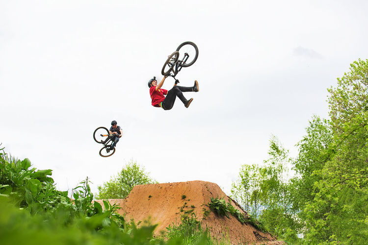 Adult Adults Only Adventure Bicycle Competitive Sport Day Extreme Sports Full Length German Shepherd Headwear Jumping Men Mid-air Motion MTB One Person Only Men Outdoors People Photography Photography #photo #photos #pic #pics #tagsforlikes #picture #pictures #snapshot #art #beautiful #instagood #picoftheday #photooftheday #color #all_shots #exposure #composition #focus #capture #moment RISK Sky Stunt Stunt Person