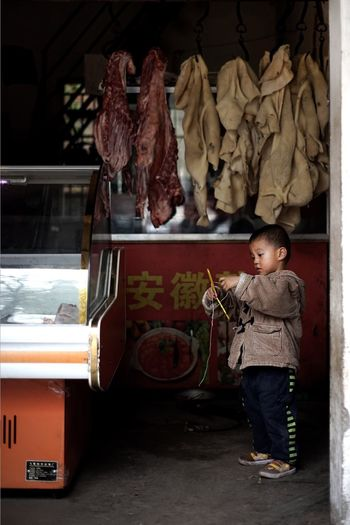 Childhood Child China Meat! Meat! Meat! Meat Travel Xian China Xian Malte Schürmann Market Playing Art Is Everywhere BYOPaper! The Street Photographer - 2017 EyeEm Awards