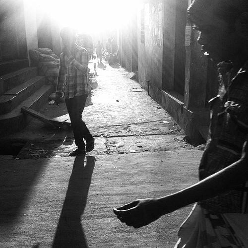 the daily light! Js Daily Life Light Shadow Ray People Street Photography Photojournalism Documentary IPhone Iphoneonly Insta Instabest Instapics Instagood Webinsta Bestoftheday Pictureoftheday Instadaily Instagram Chottogram Everydaybangladesh The Street Photographer - 2017 EyeEm Awards The Portraitist - 2017 EyeEm Awards The Photojournalist - 2017 EyeEm Awards