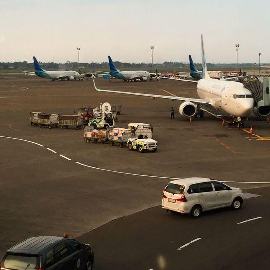 Loading the baggage Garudaindonesia Garuda Indonesia IPhoneography Avgeek