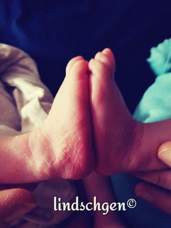 Für immer zusammen! ❤ Herzensglück Herz Zwillinge Twins Baby Babyboy Love Zucker Change Life Is Change Human Body Part Indoors  Human Hand Human Leg People Adult Close-up