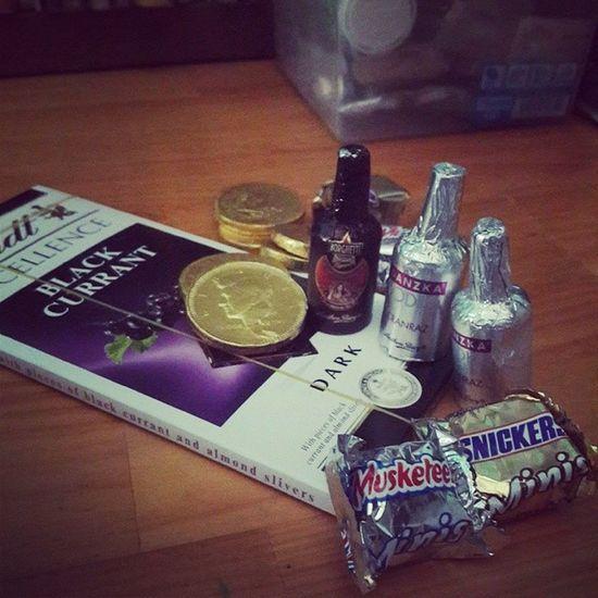 Hố hố :)) ngọt thấy bà luôn :))) Chocolat Snickersminis Musketeer đồngtiền lindt chocolatrượu