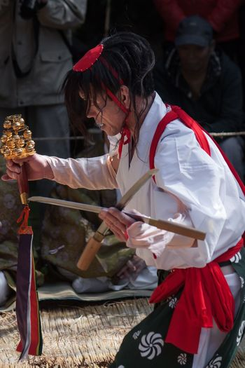 Sword dance (剣舞) of the Ushiodake Kagura (潮嶽神楽) Japan Miyazaki Ushiodake Kagura 宮崎 潮嶽 神楽