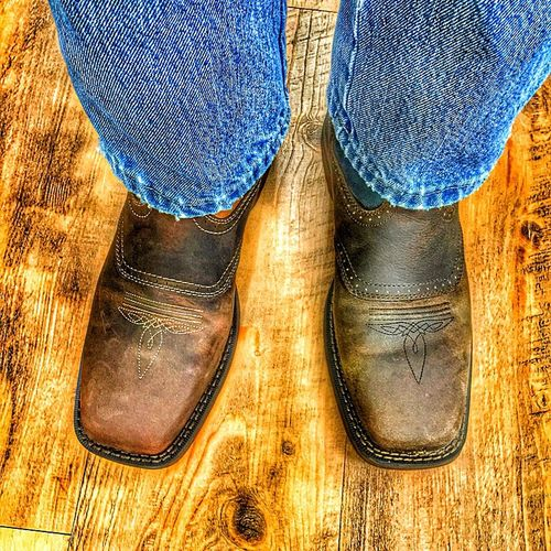 Which one looks the best? The right boot or the left boot? Both are made by Durango.
