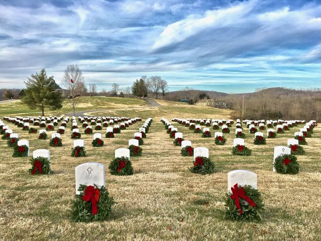 Christmas wreaths, in solemn quietude, honor soldiers gone to God and laid to rest. #EyeEmNewHere Air Force Christmas Christmas Wreaths Freedom HonoringTheTroops Marines ⚓ Memorial Service Soldiers Solemn Tradition Wreaths Across America Army Cemetery Dedication Gratitude Honoring The Fallen Honoring Veterans Military Cemetery Navy Solemnity Veterans Veterans Memorial
