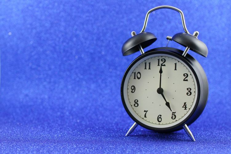 5 o'clock Clock