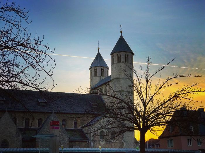 Bad Gandersheim Gandersheim Gan Roswithastadt Stiftskirche Dom Domfestspiele Sonnenuntergang Sunset © MJ ® Building Exterior Architecture Built Structure Sky City Religion Tree Bare Tree Outdoors No People Low Angle View Place Of Worship Spirituality Day