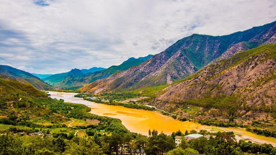 畅 Mountain Scenics - Nature Beauty In Nature Sky Tranquility Tranquil Scene Cloud - Sky Non-urban Scene Water Lake Mountain Range Nature Outdoors