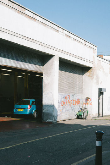 ldn. London Street Streetphotography Architecture Built Structure Building Exterior Outdoors Transportation Text Western Script City Communication Mode Of Transportation Land Vehicle No People Road Day Sign Motor Vehicle Sunlight Nature Car Sky Architectural Column Garage The Minimalist - 2019 EyeEm Awards