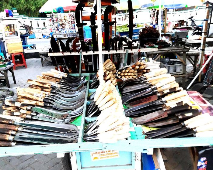traditional knife seller Madura Island-Indonesia Stylish Exotic Exotic Old Old-fashioned Amaging Tradisional Art Tradisional Knife Travel Destinations Travel Sosialita Amaging Market Abundance Variation Large Group Of Objects Choice Retail  For Sale Arrangement Store Day Multi Colored Close-up