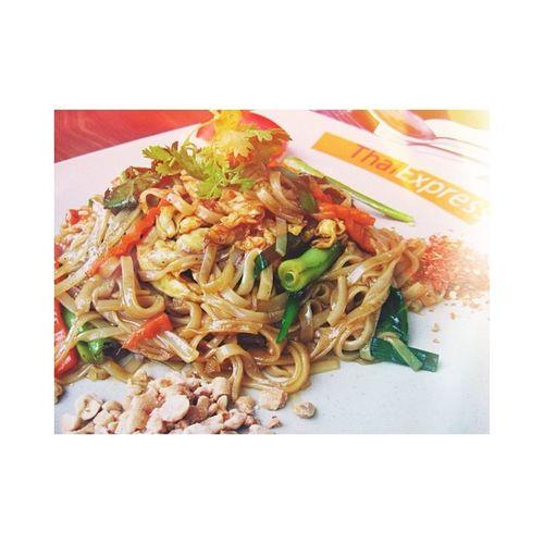 Buổi trưa cuối tuần với món Pad Thai trá hình [-( Gì mà dai dữ thần, dai như cao su ahhh!