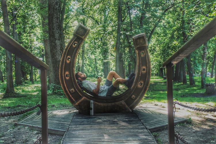 Two People Day Outdoors Tree Tree Trunk Togetherness Leisure Activity Real People Nature People Men Adult Friendship Adults Only Young Adult Only Men Россия НижнийНовгород парк Lost In The Landscape EyeEmNewHere