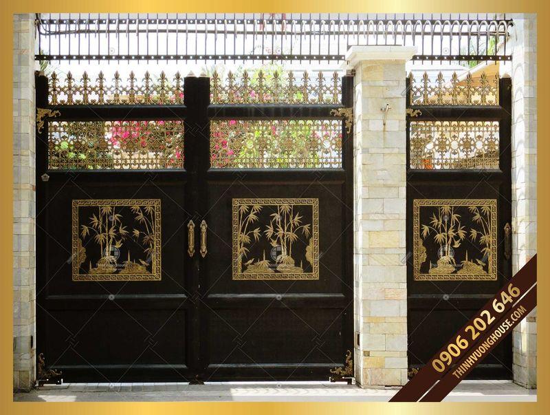 Cổng chùa đẹp chính phụ song hành là giải pháp tuyệt vời cho những công trình có diện tích mặt tiền rộng, giúp bạn giảm thiểu thời gian, công sức đóng mở. http://thinhvuonghouse.com/san-pham/cong-nhom-duc-chinh-phu-sang-dep Cong Nhom Duc
