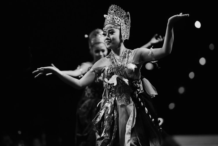 Arts Culture And Entertainment Performing Arts Event Black & White Monochrome EyeEm Indonesia BW_photography Indonesia Traditional The Dancer