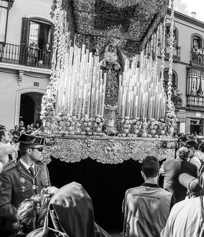 Semana Santa en Sevilla. Andalucía. España. Andalusia Seville Andalucía Sevilla Street Photography Fotocallejera Streetphotography Semanasanta Blackandwite Blancoynegro Monochrome Streetphoto_bw Blackandwhite