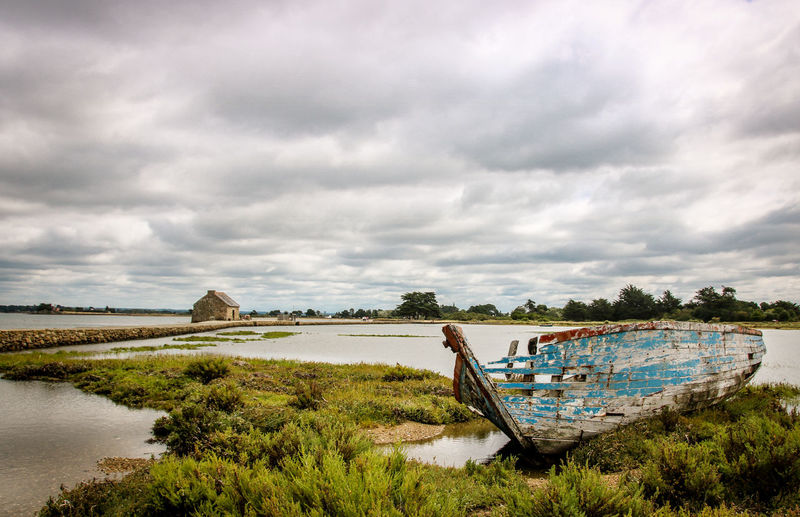 Abandoned boat by river