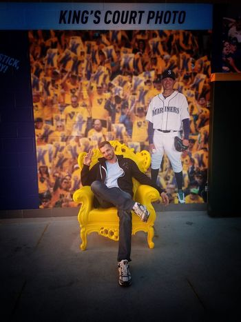Kings court! Throne Chair Mariners Pose Style