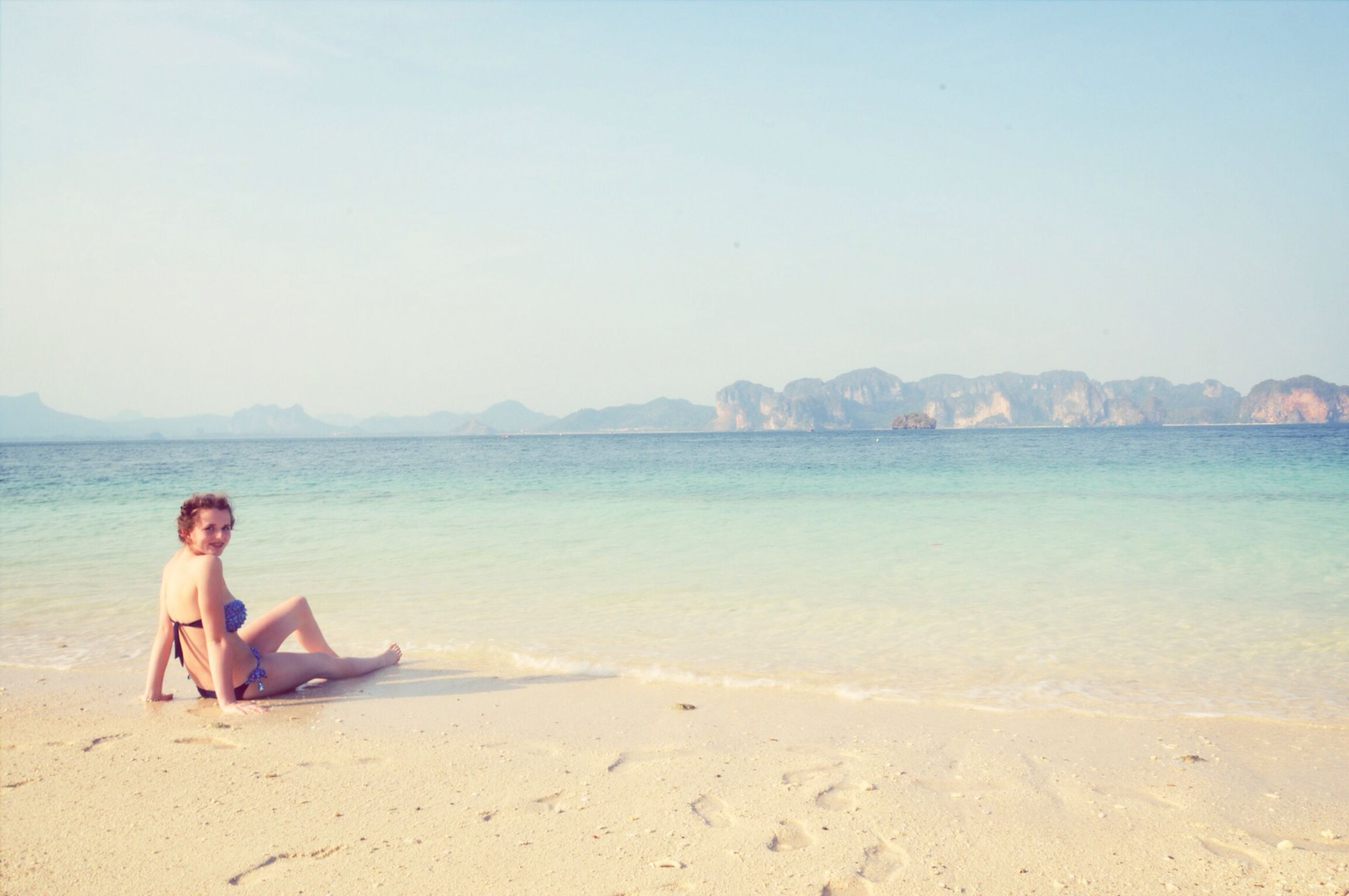 beach, sand, sea, shore, water, clear sky, vacations, leisure activity, lifestyles, relaxation, tranquility, tranquil scene, copy space, scenics, beauty in nature, sitting, horizon over water, nature