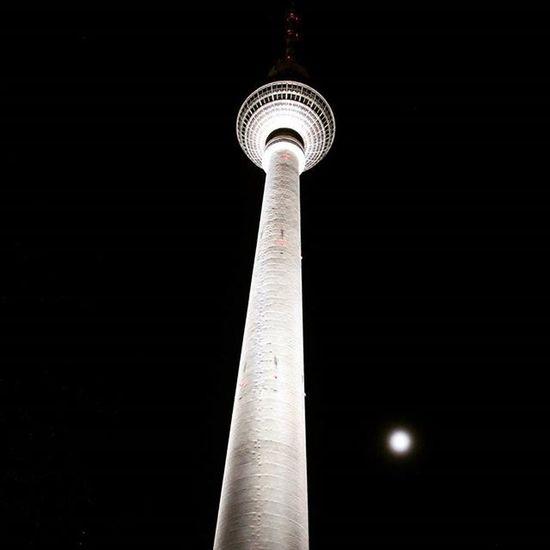 Fernsehturm Alexanderplatz Berlin Germany Alex Night Moon
