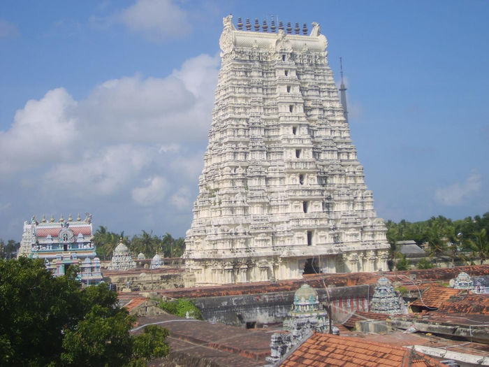 It is a entrance to Hindu temple called GOPURAM [TOWER ] built by Madurai maharajas,rulers. Architecture