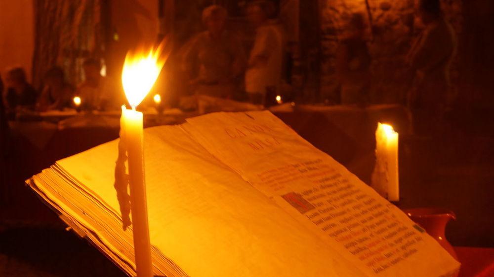 Dinner Historical Building Burning Candela Candle Cena Flame Illuminated Libro Malaspina Night Storica Table