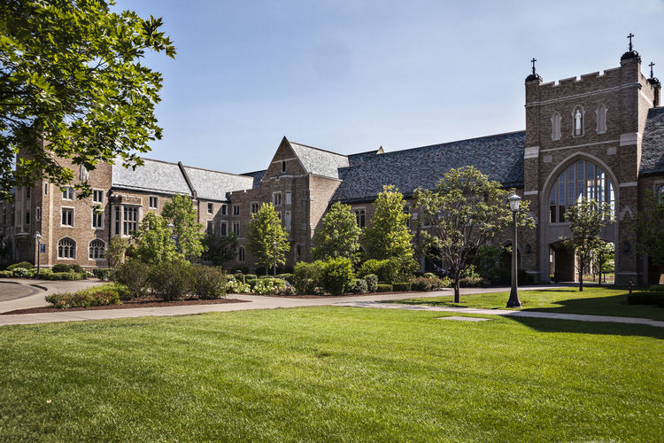 University of Notre Dame USA Color Green Campus Famous Green Grass Knowledge Religion Science And Technology Blue Sky Culture Horizontal Composition Lawn Outdoor Teaching Building Tree Christian Education Sunny Day University Of Notre Dame USA