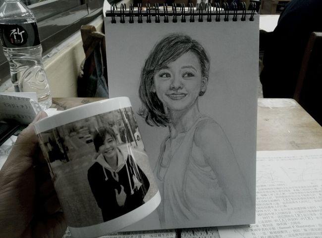 幸福 :) 基本上我是這萬芳高中打卡元老,而且在這裡不會有人發現我是瘋子哈哈 At School Drawing Cup Enjoying Life