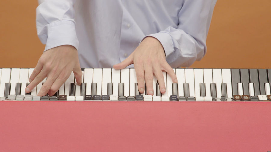Ana Moura - Dia de folga Musicvideo screen #anamoura #fado #musicvideo #setlife #dop Keyboard Moog Vintage