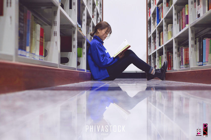 Adult Bookshelf Business Finance And Industry Children Only Day Education Indoors  Learning Library One Person People Research Shelf Student Trainee