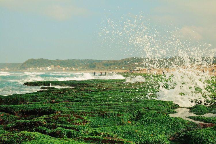silence explosion Canon Canonphotography VSCO Vscocam Seasonal Beauty In Nature Green Rocks Sea Waves Waiting