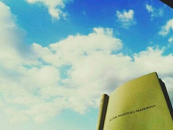I Love Reading  Reading Books Books ♥ Nice Picutre EyeEm Best Shots Beautiful Have A Nice Day! Sky And Clouds Picture Sky