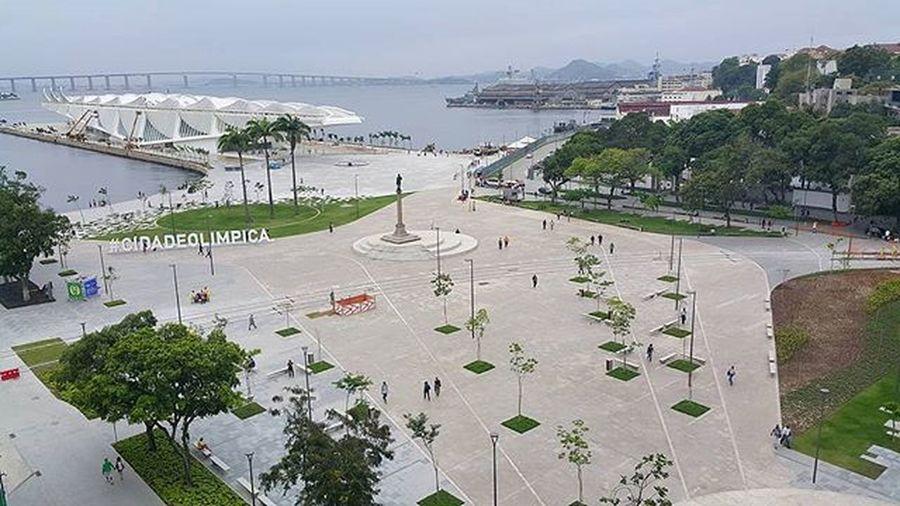 Nova Praça Mauá! Oooolugar Spot RJ Rjbcn Mauacba Vempromarmore Vempramaua Velharianãopara Senaofoitaperdendo