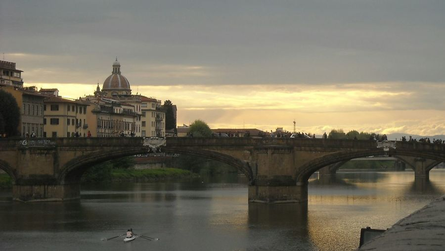 Europe Trip Florence Italy Structure Old Buildings Old Building Exterior Architecture Medival City Old City Building Exterior View Romantic Bridge Old Bridge Medival Bridge Mediterranean  Medieval Riverside Riverbank Riverscape