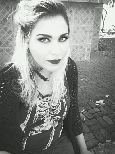 Hi! Relaxing That's Me Hello World Darkbeauty Black Metal Darkmoment Deathmetal Psichodelic Witch Darkgirl Heavy Metal Blond Girl Witchcraft  Me Model Blondehair Rock And Roll Black And White