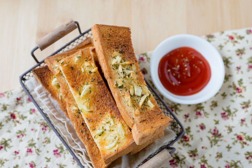Baked Pastry Item Basket Bread Bread Sticks  Close-up Day Flatbread  Food Food And Drink Freshness Garlic Bread Healthy Eating Indoors  Ketchup No People Ready-to-eat SLICE Table