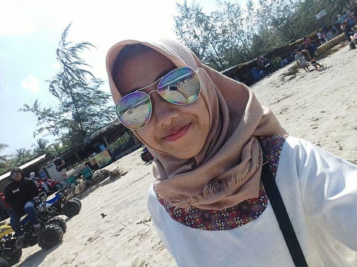 Hi!!! #potrait #smile #smiling #Vacation #travelling #girl #hijab #hijab #islam #headscarf #al'hamdulillah  #beach #beautifulday #smile #beautiful #smile #selfie Portrait Smiling Young Women Looking At Camera Sand Fun Headwear First Eyeem Photo
