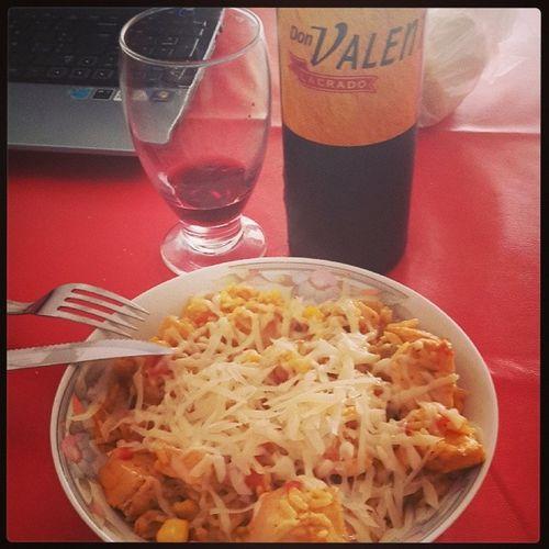 Para que nadie dude de mis habilidades culinarias.. guiso de arroz + tinto. AlmuerzoALoCasti