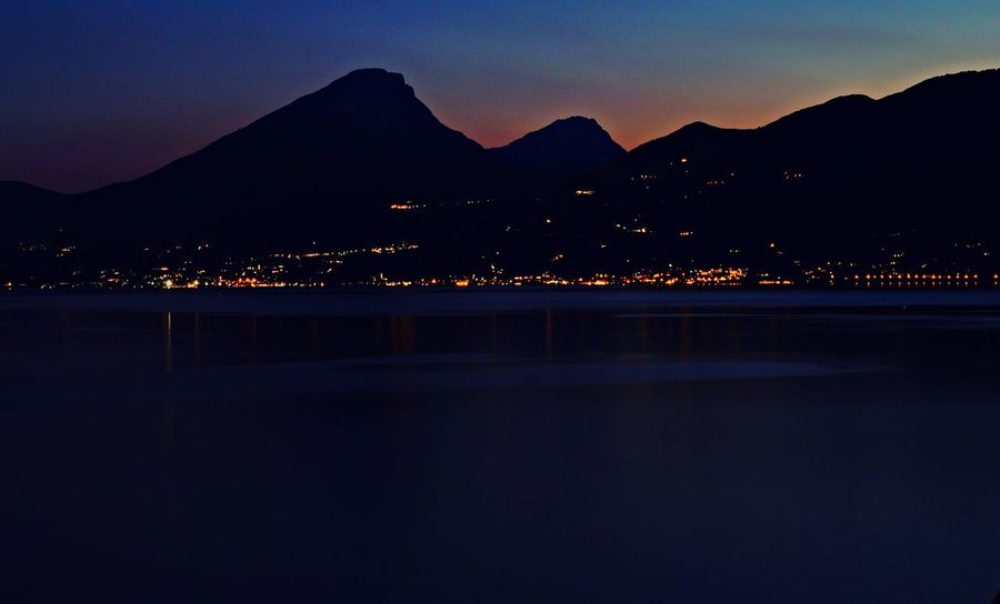 Langzeitbelichtung✔ Italy Nightscape Gardasee,Italien Water Waterreflections  Italy🇮🇹 Langzeitbelichtung Sonyalpha Collors Light Photography The Great Outdoors - 2018 EyeEm Awards Nightphotography Night Lights Nightlights Astronomy Star - Space Mountain Galaxy City Sunset Moon Astrology Sign Silhouette Illuminated