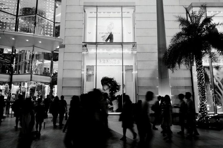 Shopping time Snap a Stranger Window Paragon Bangkok Thailand Shopping Mall Shopping Center Thai Thailandtravel Blackandwhite Black & White Black And White Collection  Bw_collection Bw BW_photography Black And White Friday