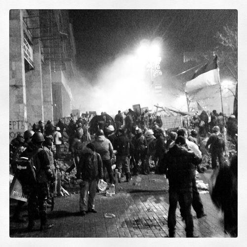 Люди на баррикадах Maidanlive Lifenews Kiev