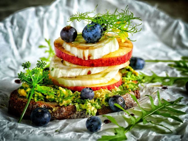 Fennel Bread Berry Fruit Apple Guacamole Avocado Freshness Eating Vegan Food Vegan Healthy Eating Healthy Eating Sandwiches Sandwich Avocado Food Food And Drink Freshness Sweet Food Dessert Indoors  Sweet Ready-to-eat Fruit Still Life Healthy Eating Berry Fruit Plate Serving Size Indulgence