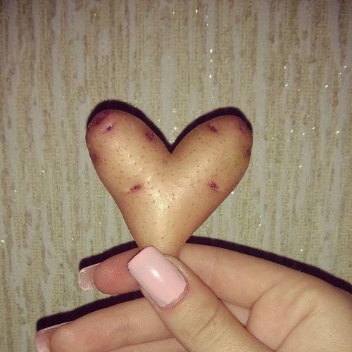 Даже картошка говорит о любви???? картошка картошкаввидесердца любовь крымроза