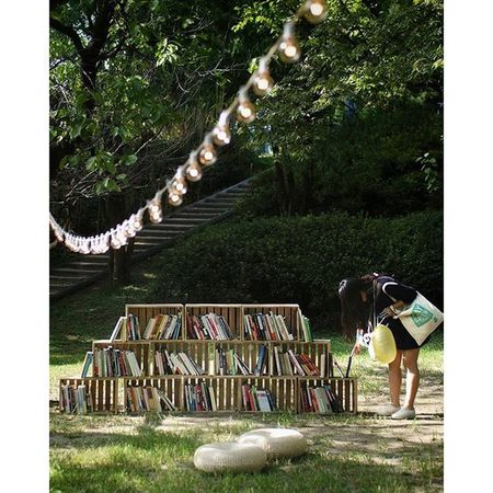 The green library. Lovely decoration in a small forest. Playgreenfestival 초록초록 도서관 😊 플레이그린 페스티벌 중 가장 마음에 들었던 공간 😍 플레이그린
