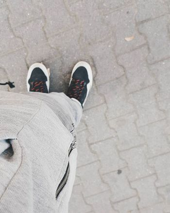Świat pomalowany na szaro Blvck  Streetwear Admirable Jordan Ootd Streetwearnomads Poznań Schoolday Alone Musicday Zip Zipp