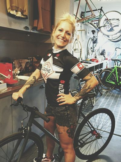 Ready to ride with my velosophe shirt cyclist beer 😀✌ Geneva Ride In Style Cyclingphoto SingleSpeed Bike Swissbeer Velosophebeer Bikelife Cyclinggirl INKEDGIRL Vansoldskooll CyclingUnites Statebicycle Swissgirl Thanks to the team! And Thanks to Velosophe road and fixie shop!