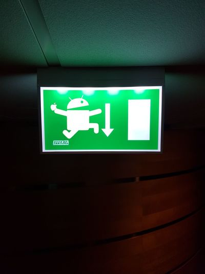 Apple Save The Apple Emergency Green Color Exit Sign Information Sign Android Indoors  Safety No People Instructions Emergency Sign Leaving Guidance Samsungphotography GalaxyS7Edge Taking Photos Samsung Galaxy S7 Edge