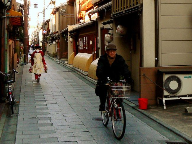 Alley Bicycle City Gion Japan Kyoto Maiko Old Man Traditional Travel Destinations