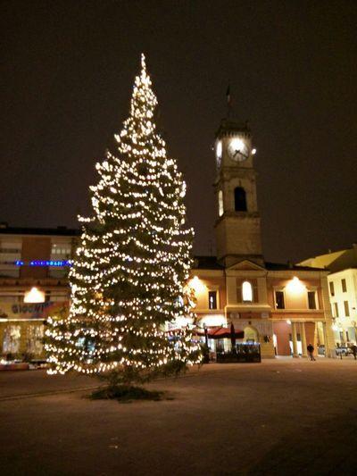 Albero Di Natale Romagna Campanile Torre Orologio